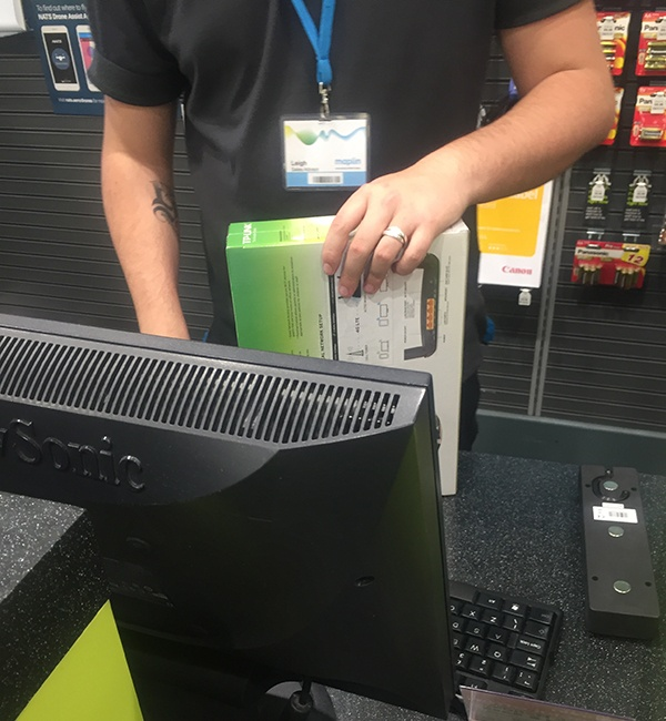 In-Maplin-buying-a-4g-router.jpg