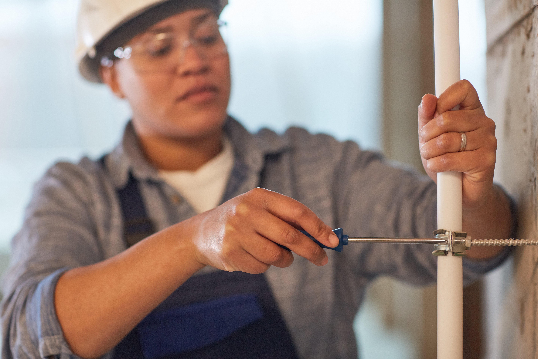 female-plumber-working-88U5F3P
