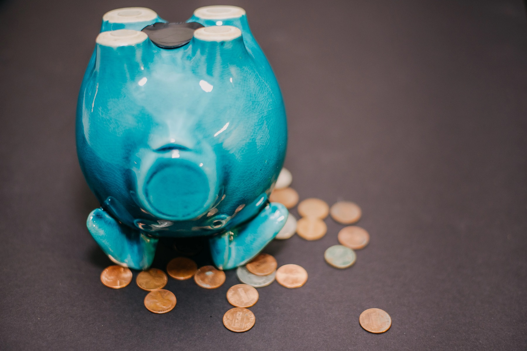 upside-down-piggy-bank-with-money-DHQ84Z7